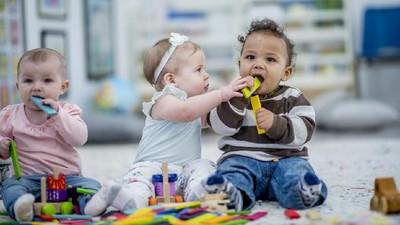 Bunda, Simak Tips Pilih Mainan Anak untuk Usia 0 - 3 Tahun