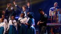 """<div>Bersama Pangeran Harry,<a href=""""https://hot.detik.com/music/d-4302841/terima-kasih-coldplay-untuk-a-head-of-full-dreams-yang-luar-biasa"""">Coldplay</a> manggung bareng anak-anak dalam konser the Sentebale di Kensington Palace. (Foto: Matt Dunham - WPA Pool/Getty Images)</div><div></div>"""