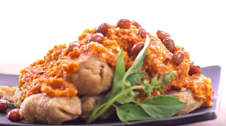 Resep bakso penyet juga bisa sama pedas dan segarnya seperti ayam penyet. Coba buat di rumah yuk, Bun!