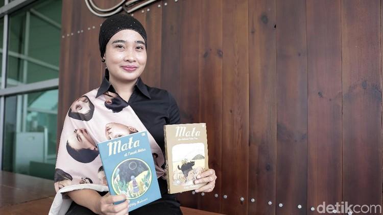 Serunya penulis Okky Madasari membuat novel sambil bertualang dengan anak ke Indonesia bagian timur.
