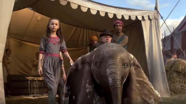 Alur cerita Dumbo dipenuhi konflik yang membosankan sekaligus mudah ditebak. Penonton dihantam konflik bertubi-tubi sehingga sisi emosionalnya 'nanggung.'