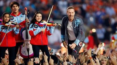 Momen Hangat Chris Martin 'Coldplay' Main Musik Bareng Anak-anak