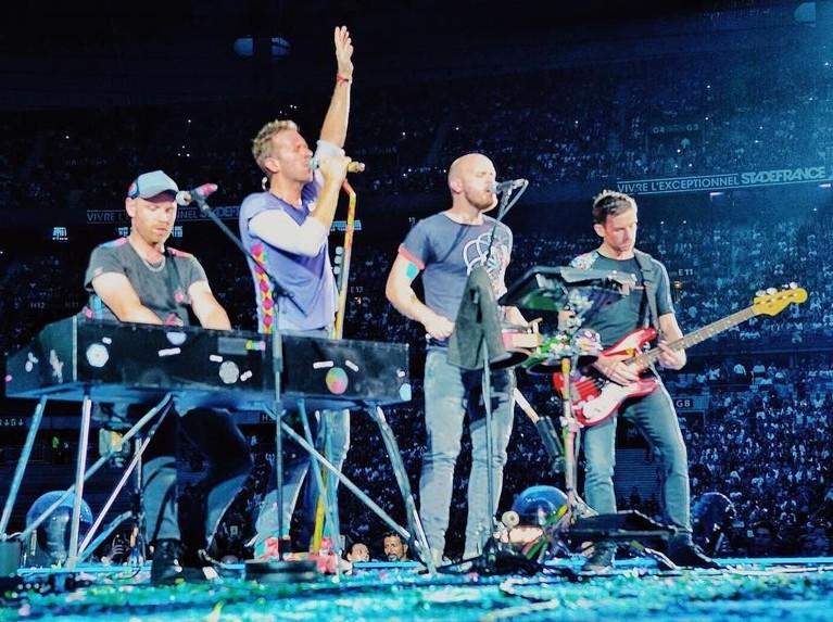Coldplay. Grup musik rock asal Inggris ini ada di posisi kedua dengan bayaran sebesar Rp1,6 triliun. Konser Coldplay bertajuk, A Head Full Of Dreams Tour, juga memiliki keuntungan sekitar Rp7,5 triliun.