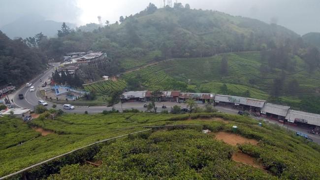 Proyek penanganan longsor di kawasan Puncak, Bogor dipacu. Perbaikan dan pembangunan beton penahan longsor itu ditargetkan rampung pada Desember mendatang.