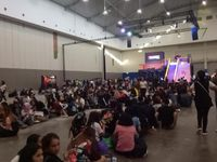 Fans Charlie Puth Masuki Venue, Antrean Mengular Di Photo Booth