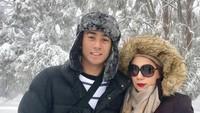 <p>Wah seru nih liburan Marini dan Daffa saat musim salju di Melbourne. Pasti dingin banget ya. (Foto: Instagram @marinizumarnisreal)</p>