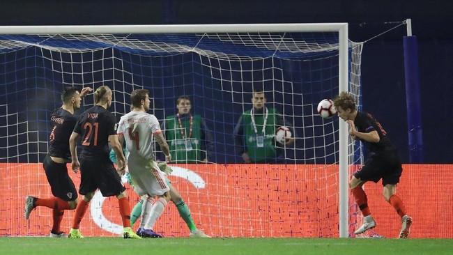 Timnas Kroasia berhasil meraih kemenangan dramatis atas Spanyol dalam laga UEFA Nations League. Berikut foto-foto terbaik dari laga tersebut.