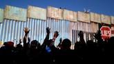 Kabur dari kemiskinan di Honduras, ribuan pengungsi masih harus menghadapi kesengsaraan saat mereka tak dapat memasuki AS karena tertahan di perbatasan Meksiko.