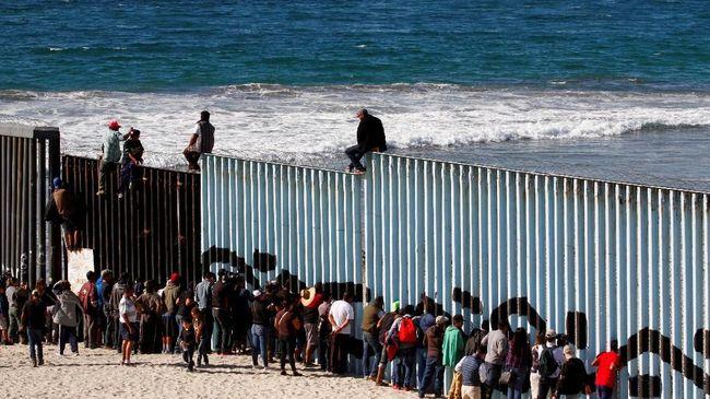 Jumlah imigran ilegal yang mencoba menerobos perbatasan AS pada Februari dilaporkan mencapai 76 ribu orang, angka bulanan tertinggi dalam beberapa tahun.