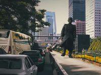 Viral Patung Jenderal Sudirman 'hidup' Dan Halau Mobil Yang Masuk Busway