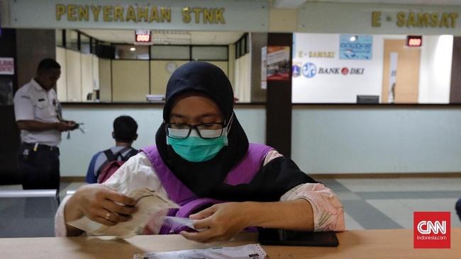 Selama sebulan penuh, 15 November-15 Desember 2018, Pemprov DKI Jakarta menghapuskan denda pajak kendaraan bermotor dan sanksi administrasi pemutihan.
