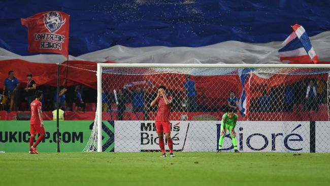Pelatih Timnas Indonesia Bima Sakti mengungkap alasan memilih Awan Setho ketimbang Andritany Ardhiyasa sebagai kiper utama saat melawan Thailand.