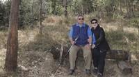 <p>Momen manissaat Susilo Bambang Yudhoyono dan Ani Yudhoyono mengunjungi Gunung Lawu. Aih, mesranya. (Foto: Instagram @aniyudhoyono)</p>