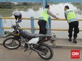 Viral Buang Sampah ke Kalimalang, Polisi Kantongi Identitas