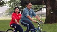 <p>Quality time ala pasangan SBY dan Ani, naik sepeda bareng. (Foto: Instagram @aniyudhoyono)</p>