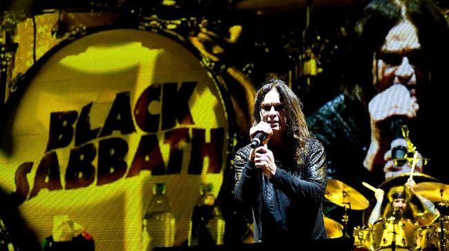 Vokalis Black Sabbath, Ozzy Osbourne, terpaksa menuruti nasehat dokter untuk beristirahat dan menunda tur Black Sabbath selama setahun.