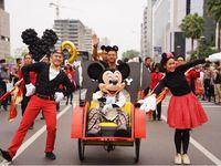 Naik Becak, Mickey Mouse Pakai Batik Di Parade Ultah Ke-90