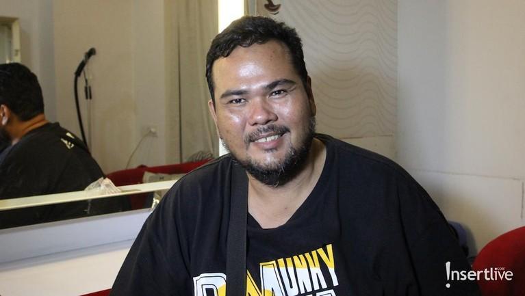 Meski masih belum sembuh total, Fahmi mengaku sudah bisa melakukan kegiatan seperti syuting dan mengisi acara talkshow.