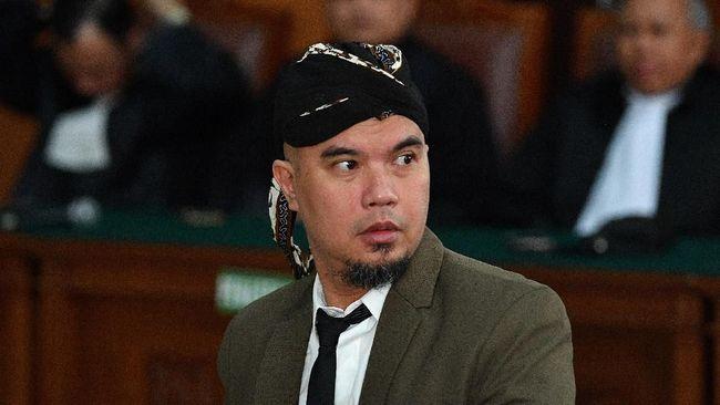 Musisi Ahmad Dhani mengaku pernah dinyatakan positif terinfeksi virus corona (Covid-19) setelah ia awalnya mengira masuk angin.
