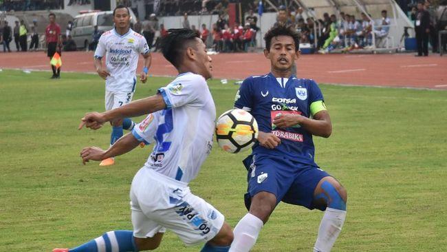 Tersisih dari perebutan gelar juara Liga 1, Persib Bandung fokus meraih kemenangan pada dua laga terakhir agar menjaga asa tampil di pentas Asia tahun depan.
