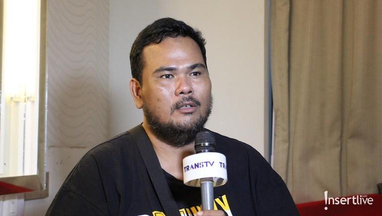 Fahmi Bo saat ini mengaku sedang rutin pengobatan dari dokter agar benar-benar pulih dari stroke. Wah, kita doakan saja ya Insertizen!