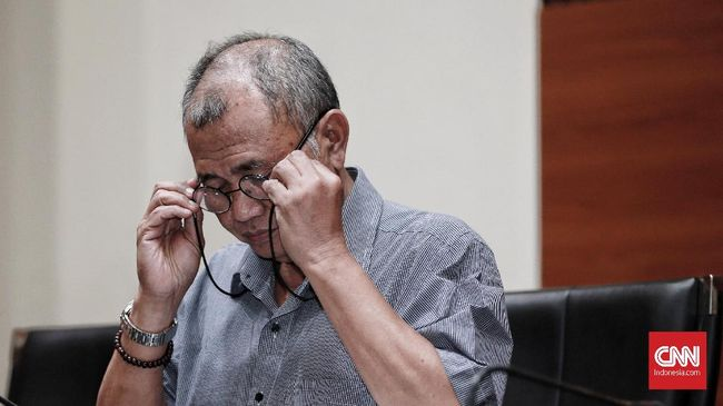 Ketua KPK Agus Rahardjo menegaskan lembaganya tetap akan menggelar operasi tangkap tangan meski UU KPK hasil revisi berlaku mulai hari ini.