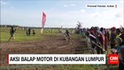 Aksi Balap Motor di Kubangan Lumpur