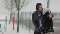 <p>Siapa yang mau foto romantis di Italia seperti mereka nih, Bun? Pasti menyenangkan pergi ke luar negeri di musim dingin bersama pasangan. (Foto : Instagram/ @djorghisultan)</p>