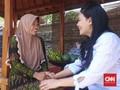 Beri Semangat, Rieke Diah Pitaloka Sambangi Rumah Baiq Nuril