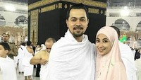 "<p>Nggak cuma jalan-jalan,<a href=""https://hot.detik.com/celeb/781096/sultan-djorghi-3-kali-lamar-annisa"" target=""_blank"">Sultan Djorghi</a> juga mengajak istrinya pergi beribadah ke Tanah Suci Makkah. (Foto: Instagram/ @djorghisultan) </p>"