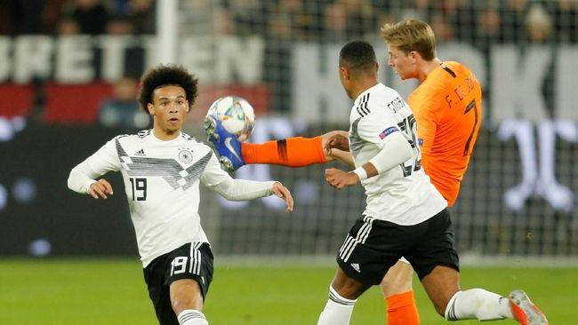 Timnas Jerman bermain imbang 2-2 dengan Belanda dalam laga UEFA Nations League yang berlangsugn di Stadion Veltins Arena, Gelsenkirchen, Selasa (19/11).