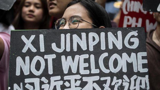 Netizen Filipina berbondong-bondong menggunakan meme Winnie The Pooh untuk menolak kunjungan perdana Xi Jinping ke negara mereka.