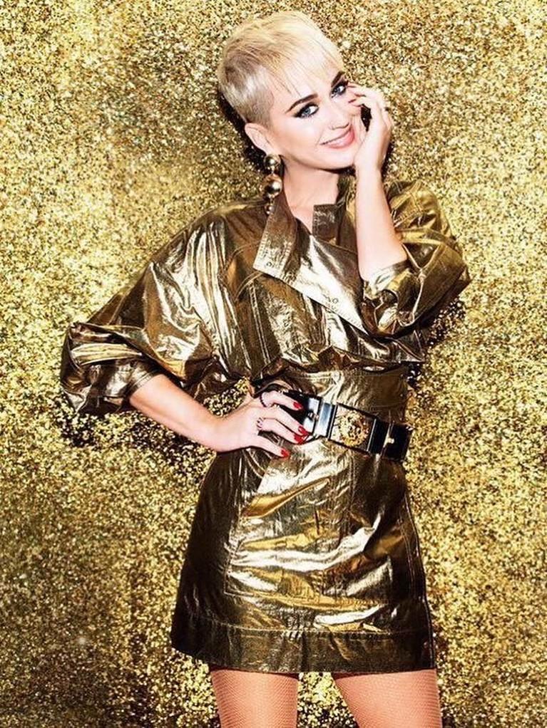 Katy Perry. Perempuan 34 tahun ini memiliki bayaran sebesar Rp1,2 triliun. Bahkan konser keempatnya, Witness: The Tour, menghasilkan Rp14 miliar setiap malamnya.