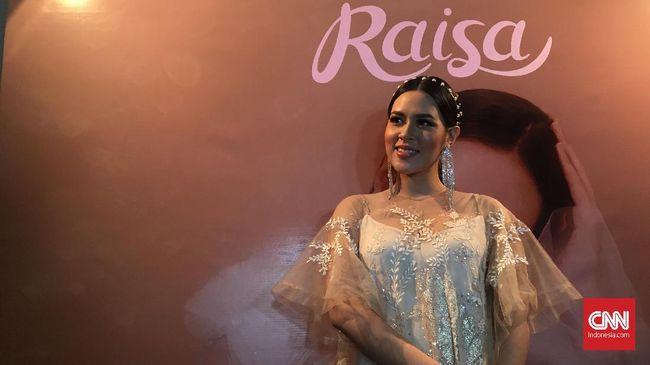 Dalam video yang diunggah di YouTube, Raisa mengungkapkan kerinduannya untuk kembali menghasilkan karya baru.