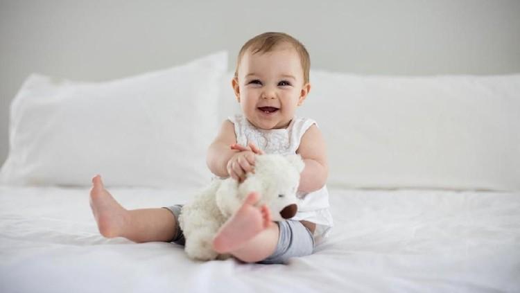 Bila Bunda berharap si gadis kecil kelak jadi sosok yang ramah dan selalu bahagia, 25 nama bayi ini bisa jadi inspirasi lho.