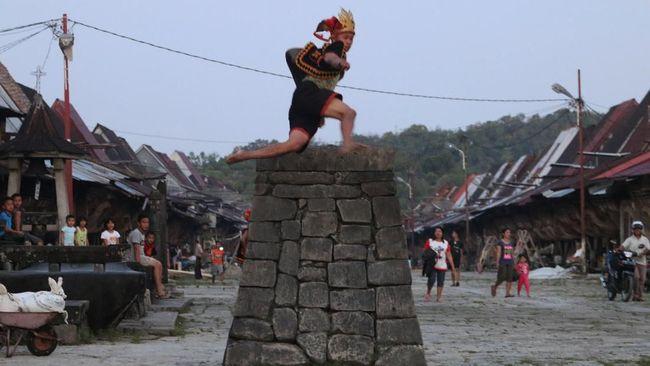 Selama ini atraksi lompat batu di Nias lebih dikenal ketimbang lokasi asalnya yakni Desa Bawomataluo.