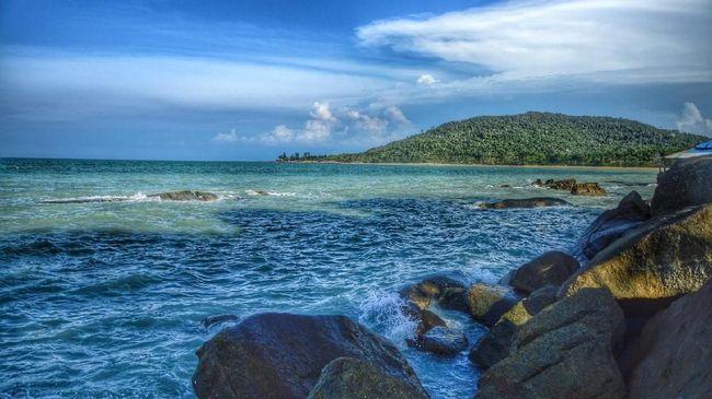 Ada banyak tempat wisata di Bangka Belitung yang wajib dikunjungi, mulai dari pantai, danau, sampai museum fenomenal.