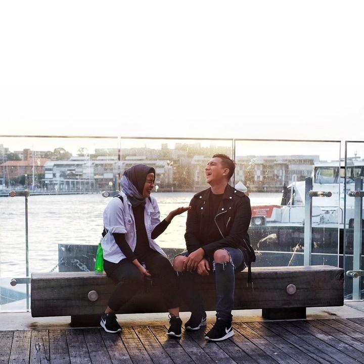 Pasangan penyanyi Tantri 'Kotak' dan Hatna Danarda terlihat makin romantis. Siap-siap melting ya, Bun setelah melihat foto mereka.