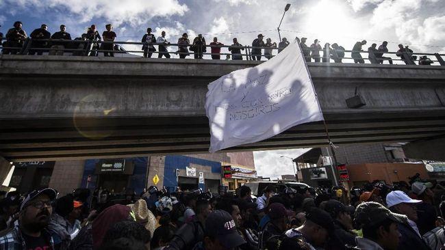 Ratusan imigran berkumpul di Meksiko untuk menyeberang ke Amerika Serikat setelah Presiden Donald Trump mengancam akan menutup seluruh perbatasan.