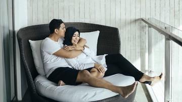 Romantisnya Tantri 'Kotak' dan Suami Bikin Baper