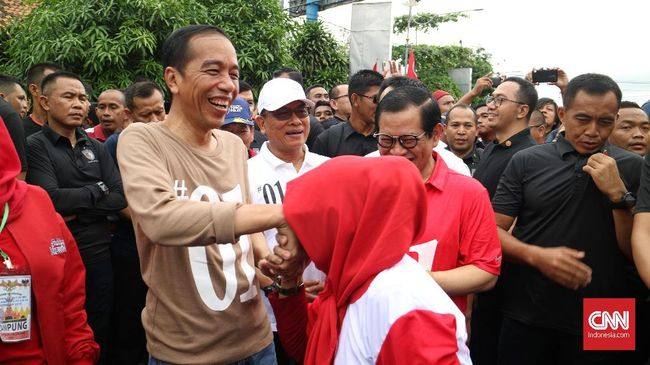 Presiden Jokowi menaikkan anggaran Program Keluarga Harapan menjadi Rp34,4 triliun pada 2019. Program itu diyakini punya efek elektoral positif bagi Jokowi.