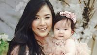 <p>Aktris dan presenter Franda kini sedang menikmati hari-harinya sebagai seorang ibu. (Foto: Instagram @frandaaa87)</p>