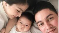 <p>Sejak melahirkan putri pertamanya, Zylvechia Ecclesie Heckenbücker, Franda dan suami, Samuel Zylgwyn, fokus merawat anaknya tanpa baby sitter. (Foto: Instagram @frandaaa87)</p>