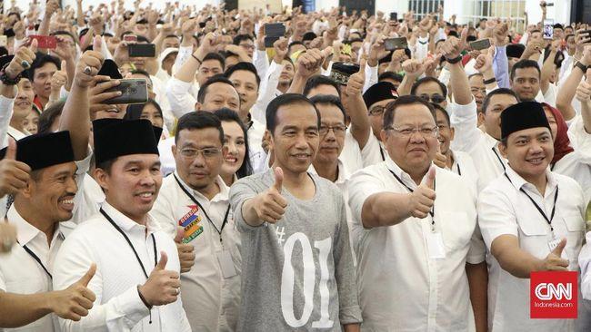 Jokowi menekankan pelaku penyebar fitnah dan hoaks bahwa dirinya adalah anggota Partai Komunis Indonesia (PKI) akan ditabok dengan proses hukum.