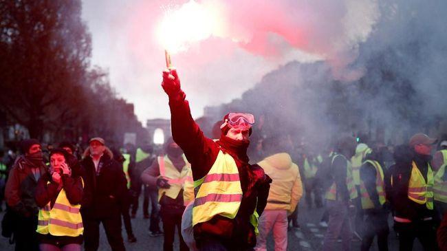Gerakan rompi kuning di Prancis mengaku senang dengan sejumlah solusi dari Presiden Emmanuel Macron, tetapi tidak cukup untuk meredam aksi demonstrasi mereka.
