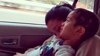 <p>Saat Bunda Marcella melepas rindu pada Magali. (Foto: Instagram/ @marcella.zalianty) </p>