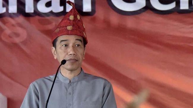 Presiden Jokowi menegaskan pernyataannya soal kriminalisasi ulama agar masyarakat mengerti soal kesetaraan di hadapan hukum.