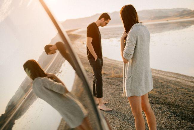 Tujuh Tanda Jatuh Cinta Pada Orang Yang Salah