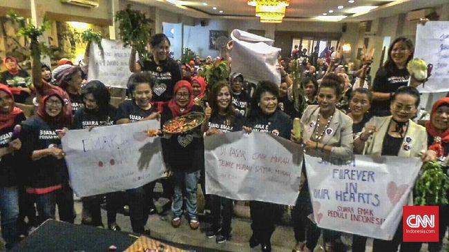 Bawa Sembako, Sekelompok Emak Beri Dukungan ke Jokowi-Ma'ruf