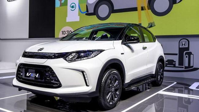 Model produksi massal itu kini dipamerkan di Guangzhou Auto Show dan rencananya eksklusif dijual di China.